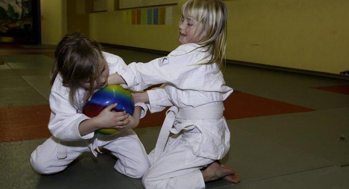 Kämpfen und Fallen: Beitrag zu einer gesunden Entwicklung