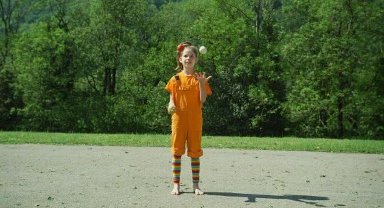 Mädchen beim Jonglieren.