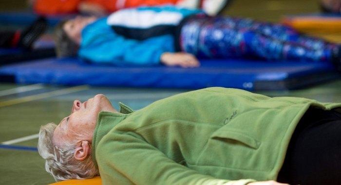 Esercizio quotidiano per la terza età: Allungamento e rilassamento