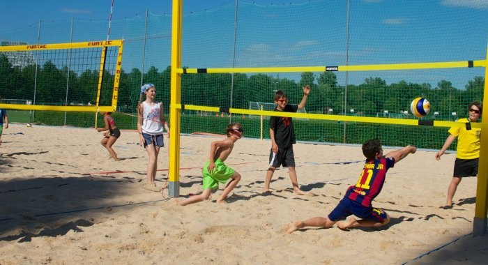 Beach-volley: Hop, dans le sable!