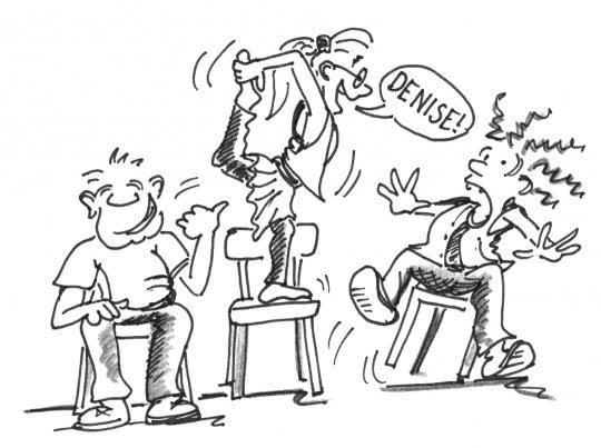 Dessin: trois seniors effectuent un jeu sur une chaise.
