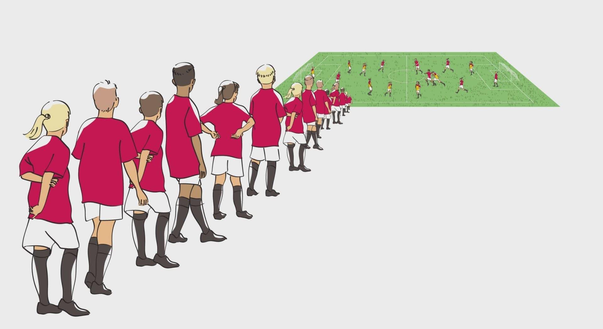 Disegno: numerosi bambini e giovani in fila davanti a un campo da calcio