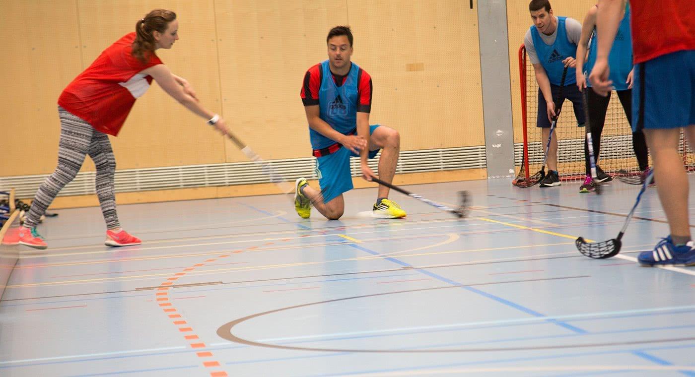 Spielsituation im HI-Training im Unihockey.