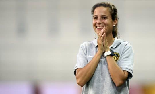 Eine lachende Marisa Wunderlin als YB Frauen Cheftrainerin.