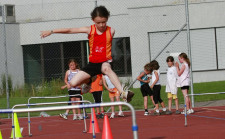 J+S-Kids – Course/Saut/Lancer: Leçon 3 «Courses d'obstacles»