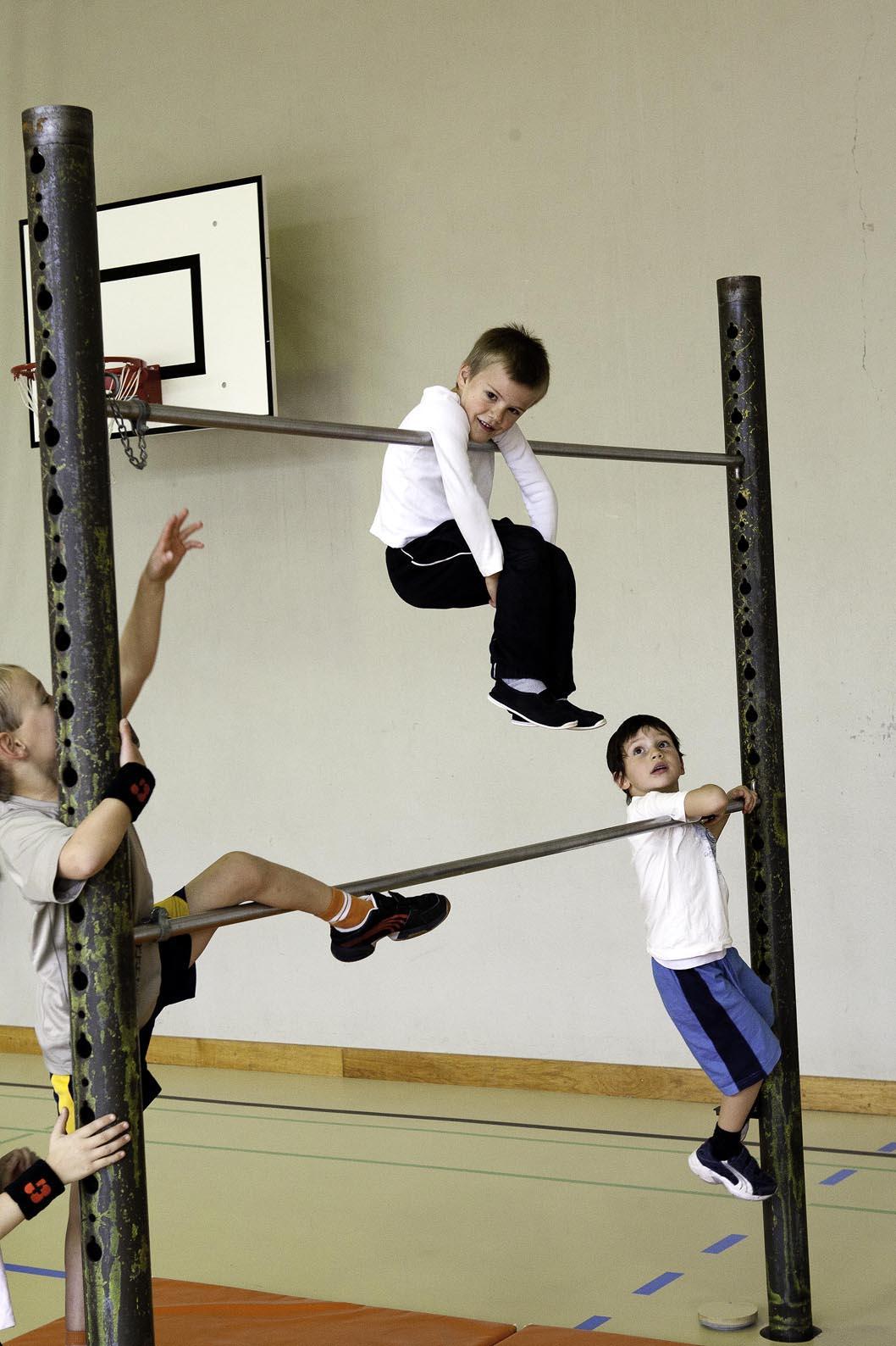 J s kids grimper et prendre appui jardin d escalade for Barre fixe enfant