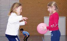 J+S-Kids – Balle au poing: Leçon 1 «Viser les cerceaux»