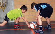 J+S-Kids – Balle au poing: Leçon 2 «Sauts et courses à volonté»