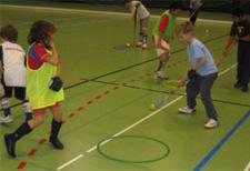 J+S-Kids – Landhockey: Lektion 1 – «Basics Vorhand-Seitführen»