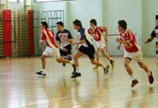 J+S-Kids – Handball: Leçon 10 «Apprendre à jouer 5»
