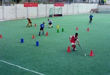 À l'article: J+S-Kids – Hockey sur gazon: Leçon 2 «Basics: dribbling indien»
