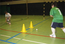 J+S-Kids – Landhockey: Lektion 3 – «Basics Stoppen und Passen»
