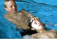 J+S-Kids – Natation de sauvetage: Leçon 1 «Lancement d'un ballon de sauvetage»