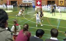 Spielsituation in einem Meisterschaftsspiel von Juniorinnen.