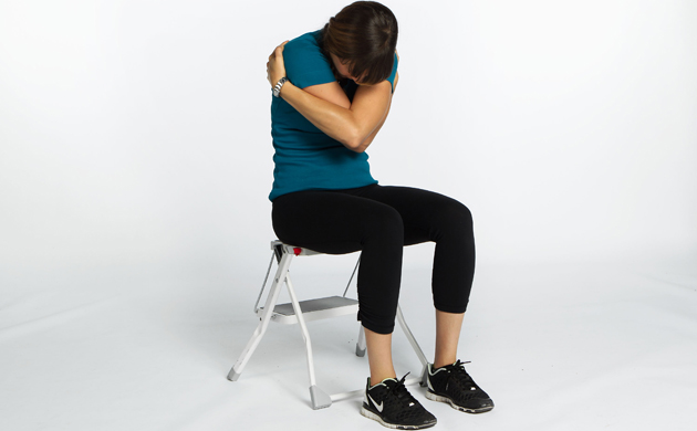 Respiration avec le corps etreinte for Assis sur une chaise
