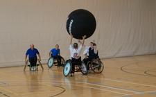 Rollstuhlsport: Simple Spiele, Freude garantiert