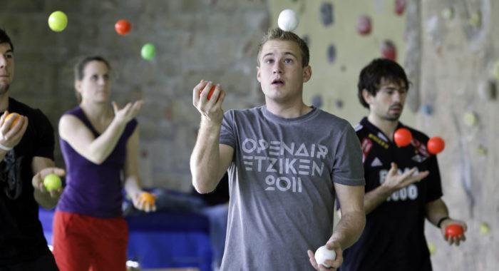 Jeux de mains – Jongler: Trois balles, deux mains