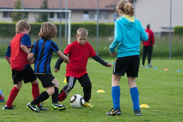 Immagini Di Calcio Per Bambini : Calcio u g s sport per bambini lo schema tre per tre mobilesport