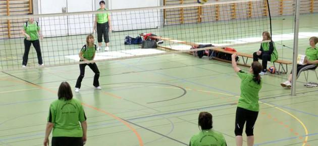 Foto: Zwei Teams bei einem Netzball-Match