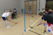 Foto: Jugendliche mit und ohne Behinderung beim Spiel.