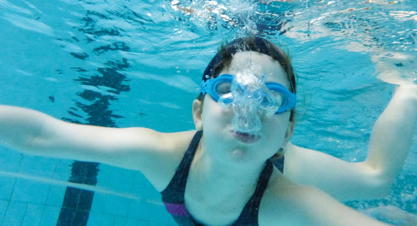 apprendre nager respirer sous marin. Black Bedroom Furniture Sets. Home Design Ideas