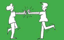 Comic: Zwei Kinder stehen sich auf einem Bein gegenüber und versuchen sich aus dem Gleichgewicht zu bringen.