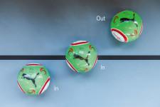 Drei Positionen des Balls, 2 x im Feld, 1 x im Out.