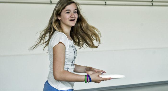 Sport und Bewegung: Frisbee – Coole Tricks für Jung und Alt