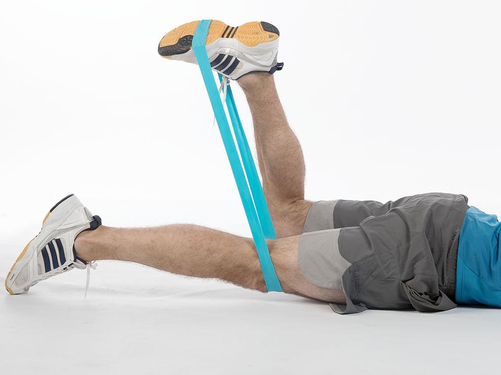 entra nement avec engins mini band extension de la jambe vers l arri re. Black Bedroom Furniture Sets. Home Design Ideas