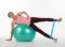 Training mit Hilfsmitteln − Swissball: Seitstütze mit Mini-Band