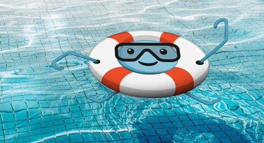 Une bouée flotte sur une piscine-