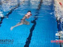 Wasserball – Paddeltechniken – Beinwärtsschieben: Beine isoliert – Niveau Fortgeschrittene