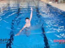 Wasserball – Paddeltechniken – Beinwärtsschieben: Block mit Armwechsel – Niveau Fortgeschrittene