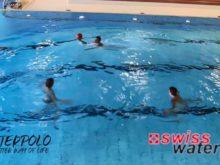 Wasserball – Passtechnik im Dreieck: Gleiten auf den Beinen – Niveau Fortgeschrittene